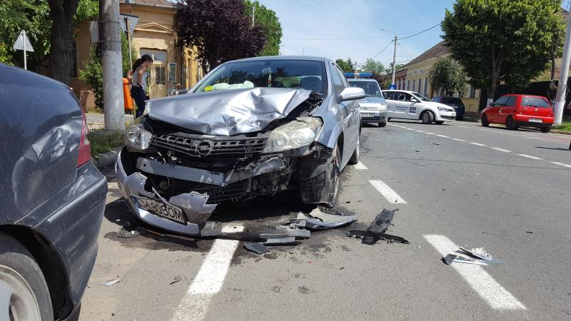 Accident de circulație pe Dorobanților colț cu strada Clujului ! Vezi GALERIE FOTO !