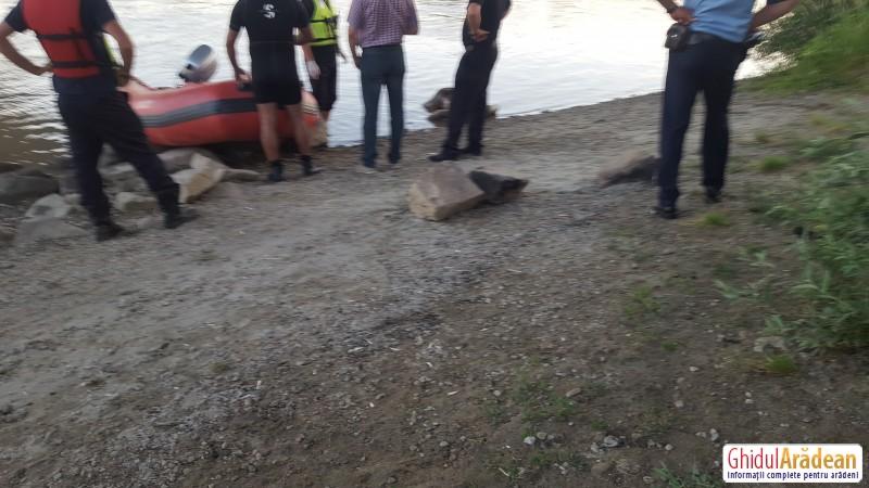 Un nou cadavru a fost scos din apele Mureșului, vineri seara ! AFLĂ mai multe detalii !