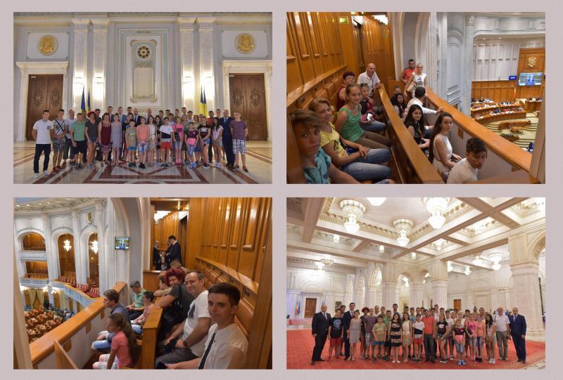 Elevii distinşi la Cupa Ienopolis au fost oaspeţii parlamentarilor PSD de Arad, la Palatul Parlamentului