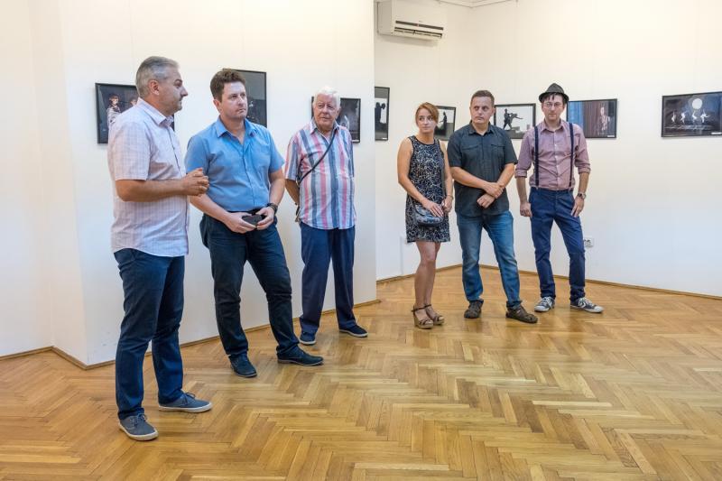 """Expoziția de fotografie """"Teatrul românesc în imagini"""" a fost vernisată aseară la sala Clio"""