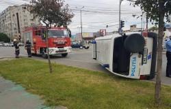 Mașină de poliție răsturnată din cauza unei șoferițe neatente !