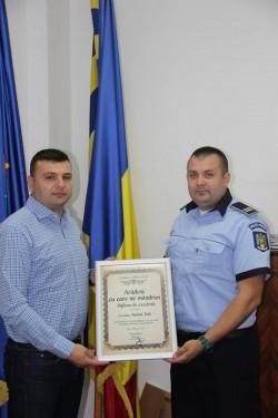 Sergiu Bîlcea i-a acordat o diplomă poliţistului erou care a salvat o fetiţă de la înec!