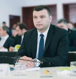 """Sergiu Bîlcea (PNL): """"Politica PSD loveşte economia privată!"""""""