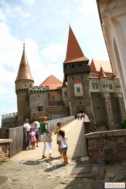 Caravana Go România poposește joi la Castelul Corvinilor !