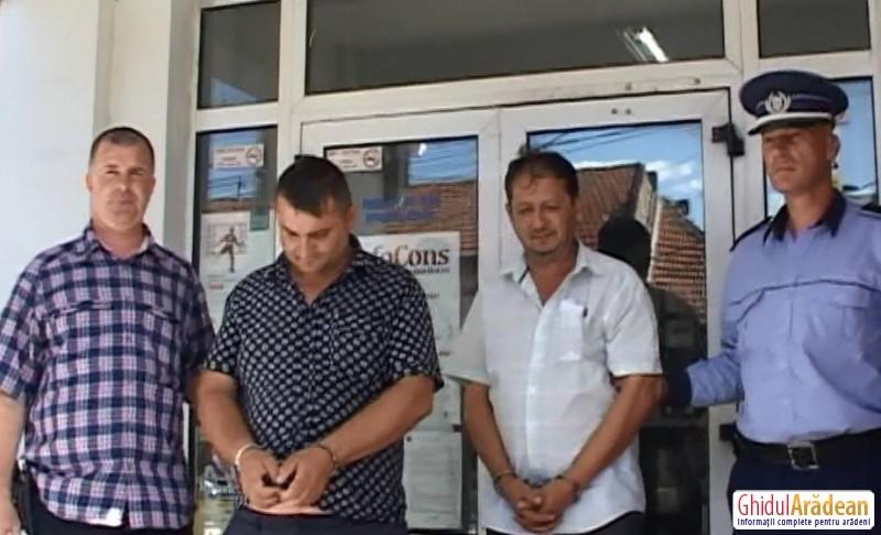 Galerie FOTO|Ei sunt HOŢII de la schimbul valutar din Chişineu-Criş! Poliţiştii i-au reţinut pentru 24 de ore!
