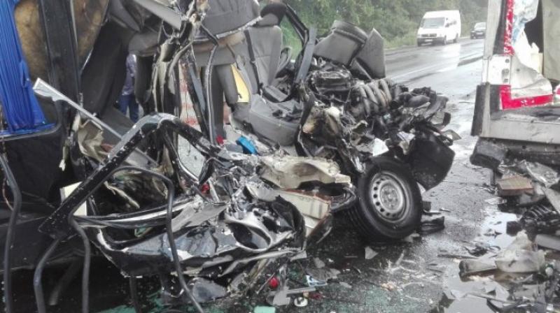 VIDEO| Grav accident de circulaţie în Ungaria. Trei români au murit, şase sunt la spital