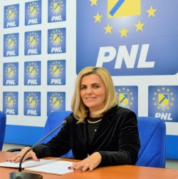 """Simona Stan (PNL): """"Tripa confirmă din nou că este un deputat slab!"""""""