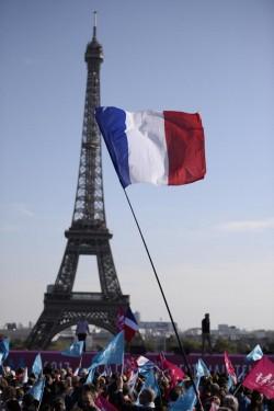 Atenţionare de călătorie MAE- Franţa prelungeşte starea de urgenţă! Vezi ce înseamnă acest lucru şi cum poţi contacta autorităţile Române!