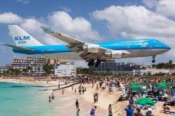 VIDEO| Tragedie pe o plajă din Caraibe. O turistă a fost omorâtă de un avion Boeing 737 care se pregătea să decoleze