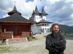Un nou scandal sexual zguduie Biserica Ortodoxă Română. Stareţul mănăstirii Prislop, acuzat că ar fi homosexual