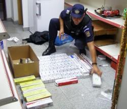 Prinşi cu ţigări de contrabandă în piaţa Mihai Viteazul