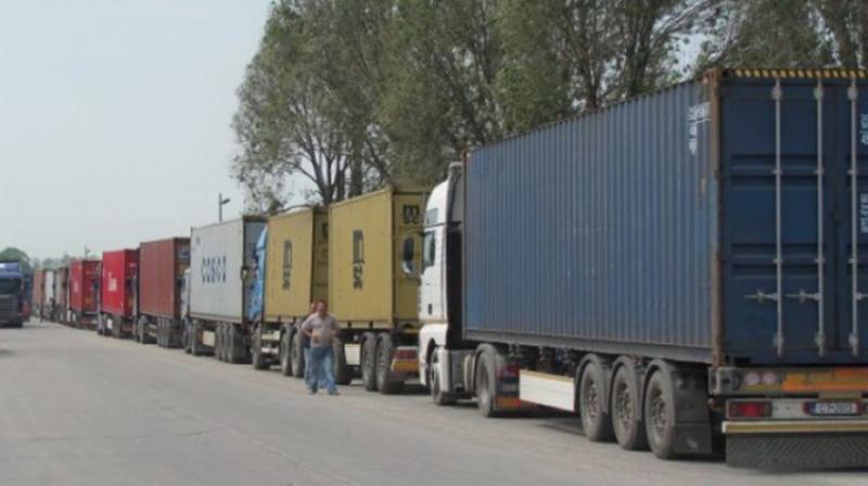 Se ridică restricţia de circulaţie pentru maşinile de mare tonaj pe drumurile judeţene