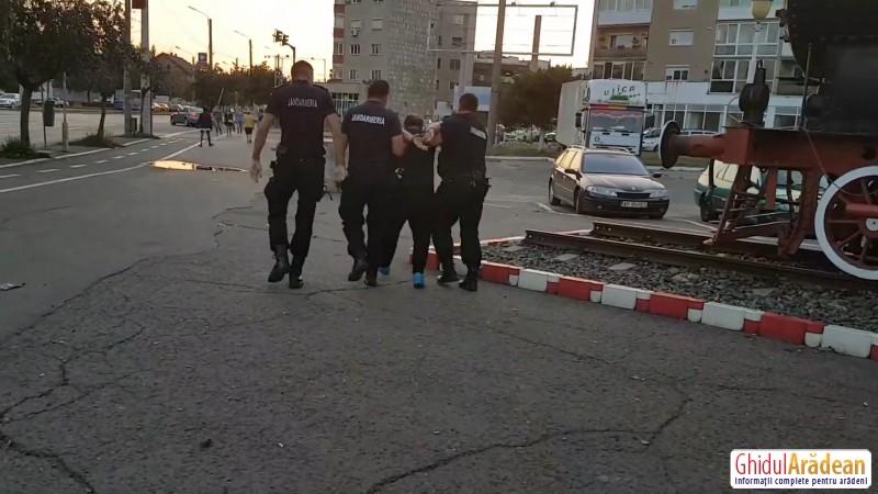 [Foto/Video] Au vrut să se taie în faţa Gării din Arad