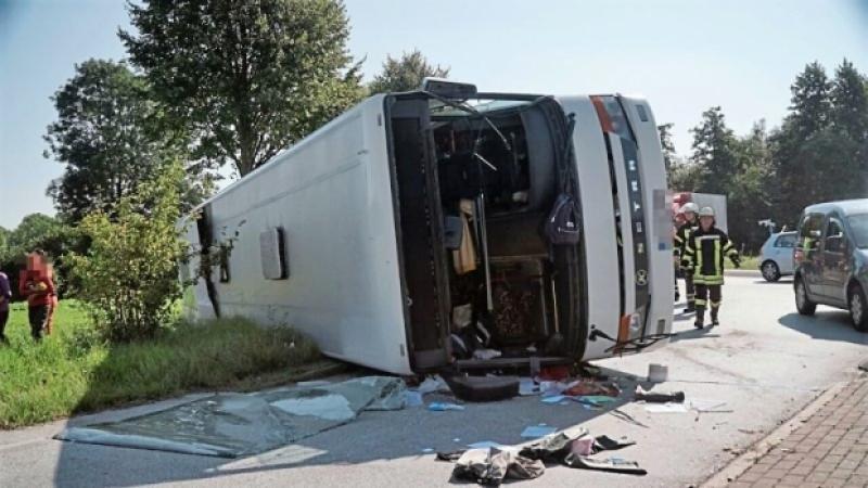 Românce accidentate grav, după ce un autocar s-a răsturnat în Germania !