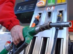 Toamna vine cu noi scumpiri! Preţul carburanţilor creşte cu 45 de bani pe litru