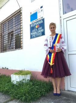 Cea mai COOL primăriţă din ţară îşi donează salariul.  Irina Onescu, primăriţa de la Petriş îi dă o lecţie Olguţei Vasilescu