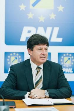 """Iustin Cionca (PNL): """"PSD consideră că producătorii arădeni sunt evazioniști și le-a trimis controale, la târgul Produs în Arad!"""""""