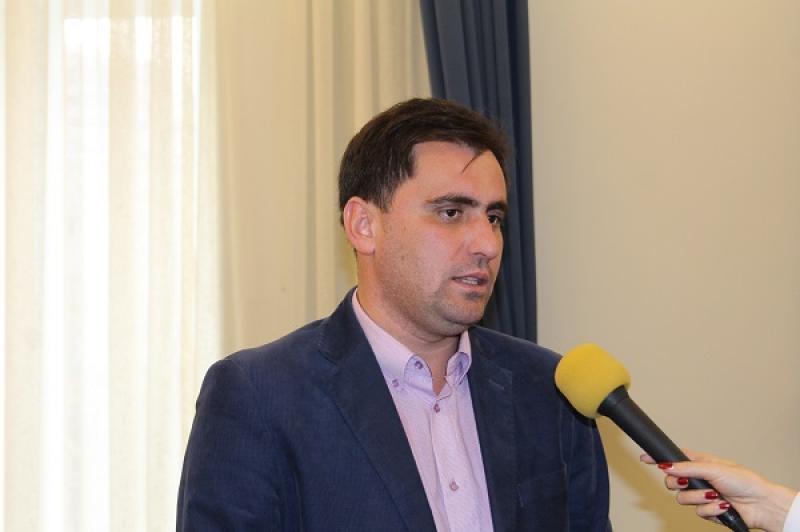 Neluţu Cristina, habarnistul din Parlamentul României!