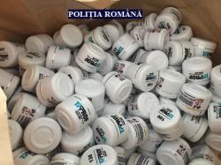 Peste 1000 de recipiente cu gel de unghii, retrase de pe piaţă de poliţiştii arădeni!