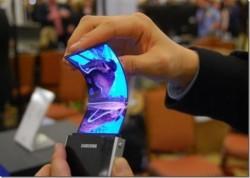 SAMSUNG va lansa un smartphone pliabil în 2018