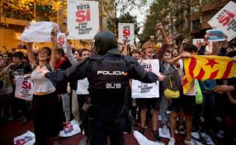 Barcelona la un pas de război civil! Referendumul pentru independenţa Cataluniei, marcat de violenţe de stradă!