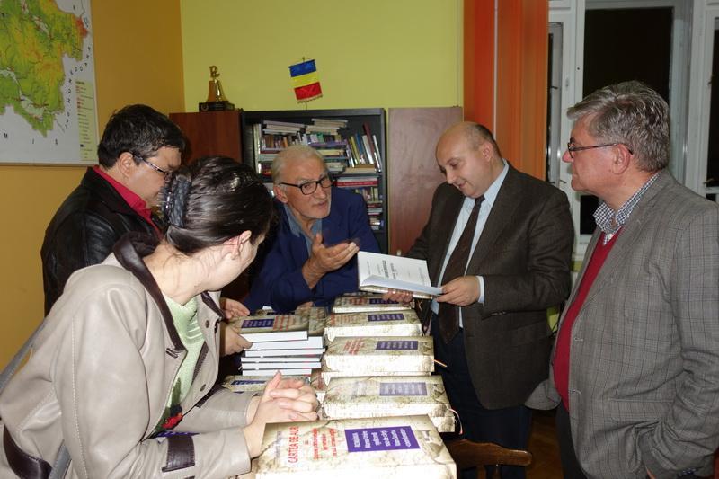 """O sută de lucrări despre Marea Unire au intrat în fondul Bibliotecii Județene """"Alexandru D. Xenopol"""" Arad"""