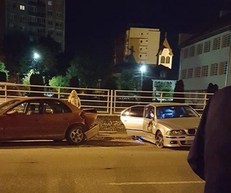 Şoferul unui BMW a făcut zob o maşină parcată regulamentar
