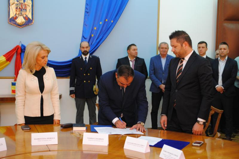 Vasilică Damian, învestit oficial în funcţia de subprefect al Judeţului Arad