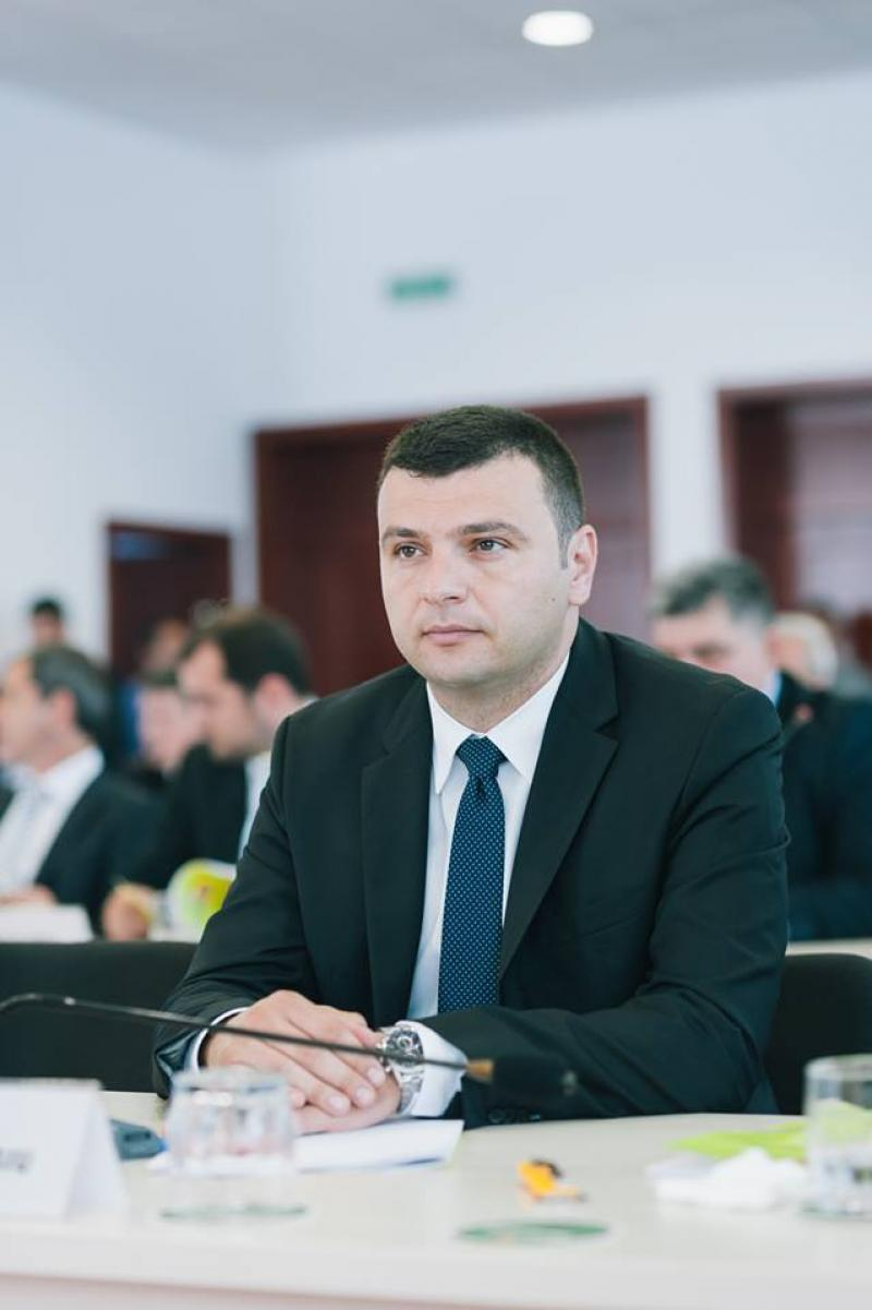 Sergiu Bîlcea propune renunţarea temporară la taxarea parcării în zona Orizont