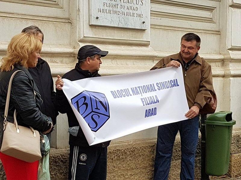 Sindicaliştii BNS au pichetat luni Prefectura Arad
