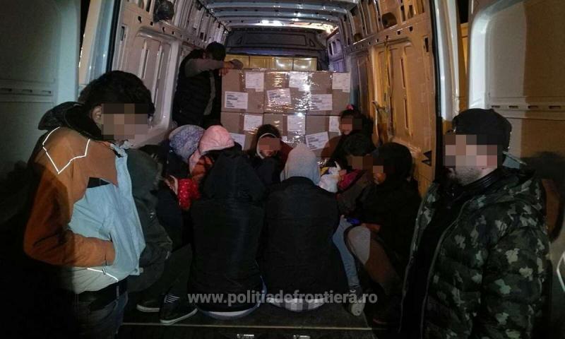 Douăzeci de cetăţeni din Iran, Afganistan şi Irak ascunşi printre piese auto, opriţi la frontiera cu Ungaria