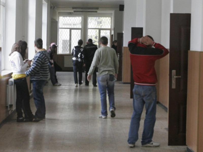Burse sociale medicale pentru 54 elevi din Arad