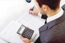 Studiu: Românii muncesc patru luni pe an doar pentru taxe