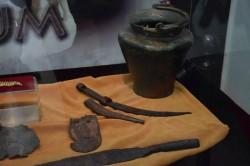 Mai multe adrese au fost luate cu asalt de mascaţi, într-un dosar de cercetare penală  privind furtul de artefacte