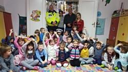 Au învățat regulile de circulație alături de polițiștii Meszar Răzvan și Trașcă Costel