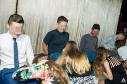 Probă obscenă la un Bal al Bobocilor din Cluj. Eleve de 15 ani puse să mimeze sexul oral în cadrul unei competiţii