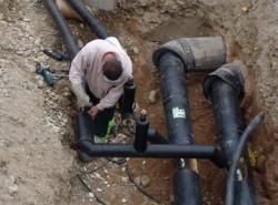 Lucrări la reţeaua de apă potabilă din oraşul Ineu
