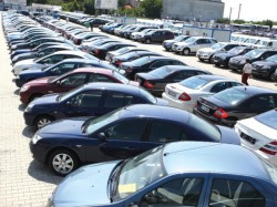 Guvernul scoate bani din piatră seacă! Samsarii de maşini vor plăti impozit pe venit
