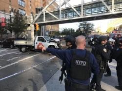 Atac terorist în SUA. Cel puțin 4 morți și 8 răniți, printre care și polițiști