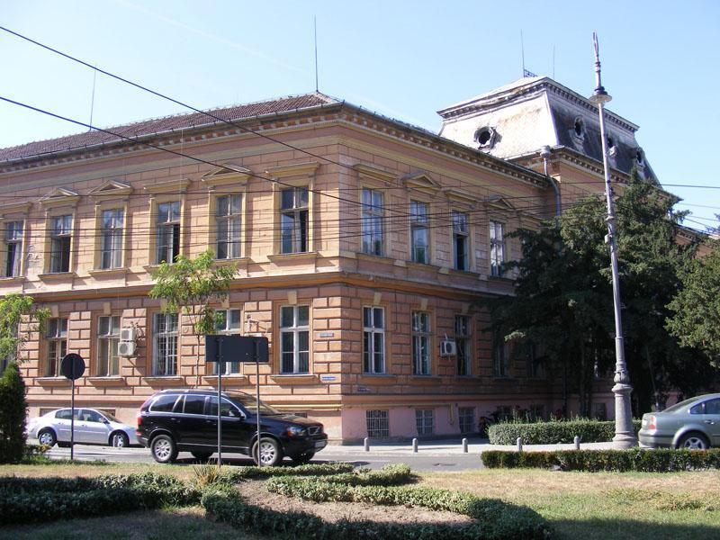 Moment istoric pentru Colegiul Economic din Arad. Contractul de reabilitare a fost semnat!