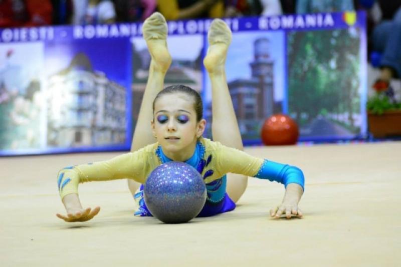 Cinci gimnaste de la CSM Arad, în Top 10 la ritmică!
