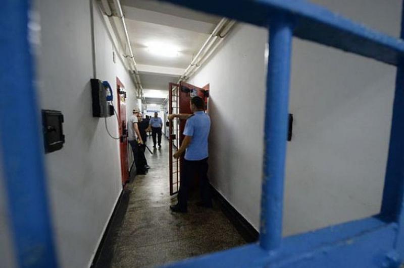Trei deţinuţi condamnaţi pentru viol, tâlhărie şi trafic de persoane, eliberaţi din închisoare în urma unei erori