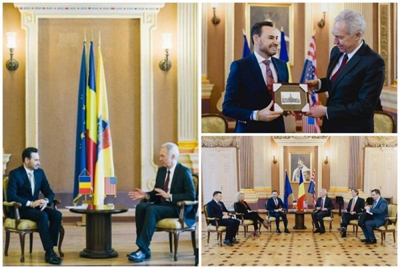 Ambasadorul SUA în România, Hans Klemm, de vorbă cu autorităţile locale din Arad!
