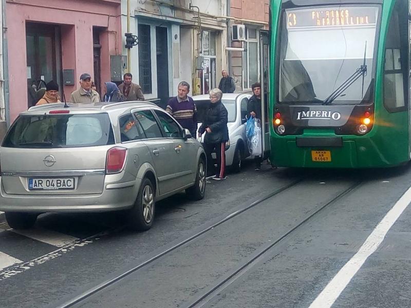 Circulaţia tramvaielor, paralizată de un şofer inconştient