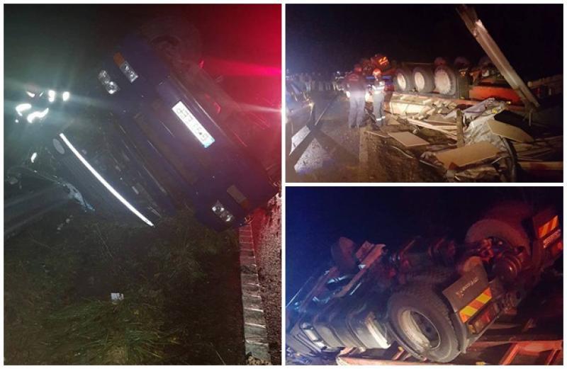 A scăpat cu viaţă ca prin minune după ce camionul în care se afla s-a răsturnat în şant în apropierea de localităţii Almaş