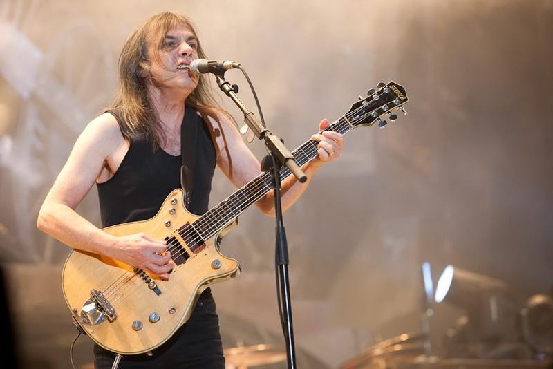 S-a stins o legendă a rock-ului mondial! Chitaristul trupei AC / DC, Malcolm Young a murit!
