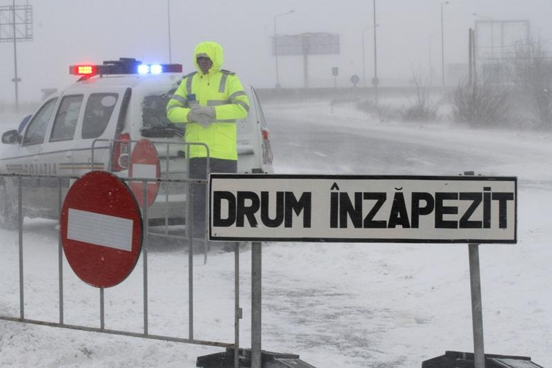 Iarna îşi intră în drepturi! Şase drumuri naţionale închise!