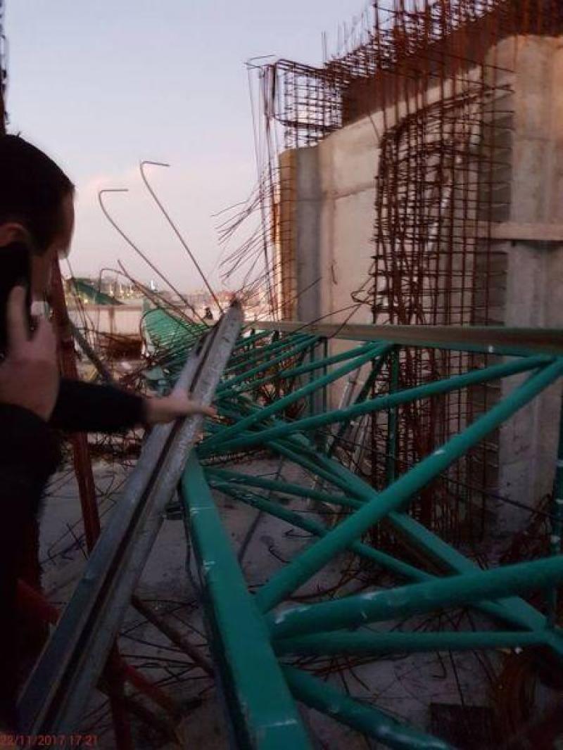 O macara a căzut peste noua clădire a Spitalului de Copii Louis Țurcanu