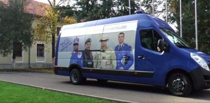 Caravana Jandarmeriei recrutează tineri din judeţul Arad
