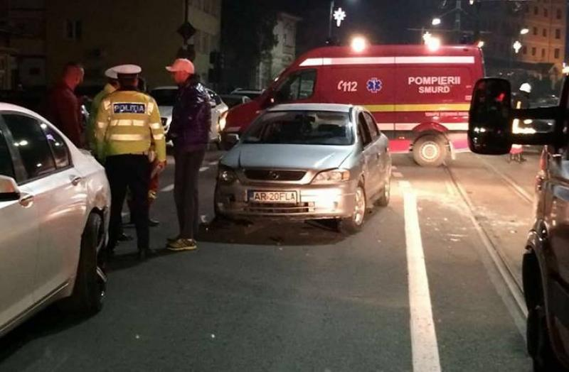 Accident spectaculos pe Calea Romanilor. Un şofer care consumase alcool s-a răsturnat cu maşina după ce a lovit din spate un autoturism